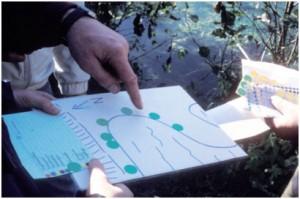 Uferkartierung mit Klebepunkten (Foto: Probst)